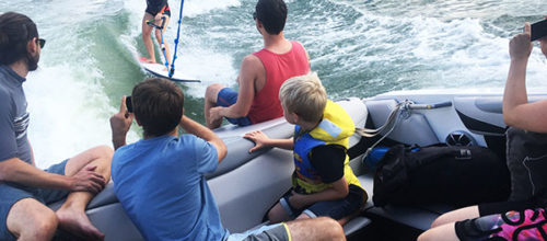 Jede Menge Spass auf der Welle – surfen mitten in Wien